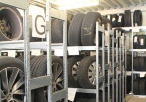 Reifenwechsel, Reifenlagerung aus einer Hand