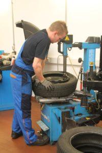 Räder Wechsel und Reifen Service